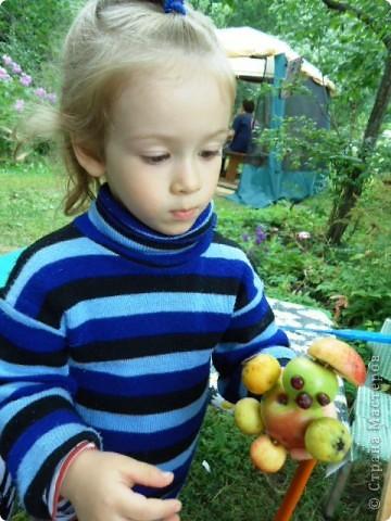Летом просто необходимо сделать яблочных человечков! фото 2