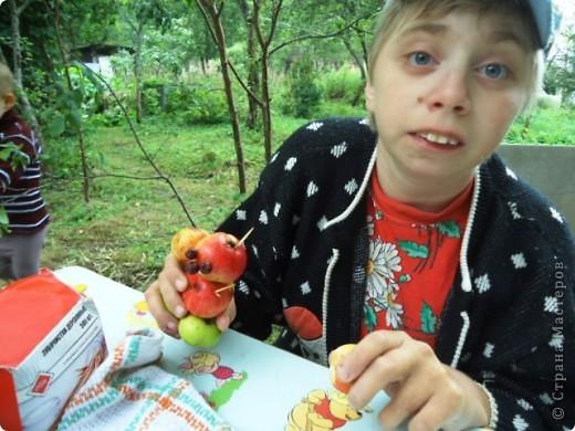 Летом просто необходимо сделать яблочных человечков! фото 4