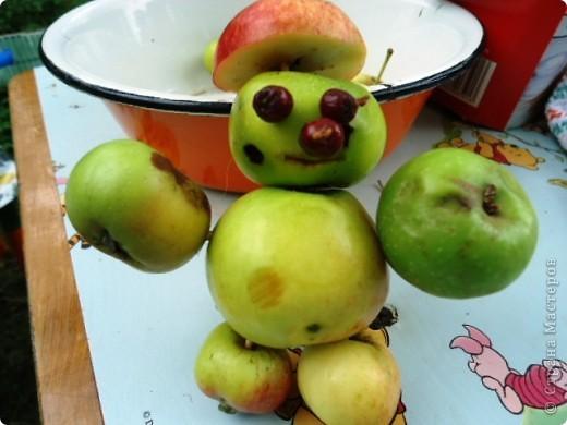 Летом просто необходимо сделать яблочных человечков! фото 3