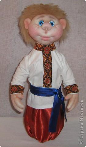 Доброго времени суток СТРАНА. Сегодня я хочу показать новую работу.  Попросили в детском саду сделать кукол в украинском стиле, для краеведческого уголочка. В  результате моих стараний, родилась вот такая парочка. Воспитатели остались довольны.  Всем приятного  просмотра. фото 5