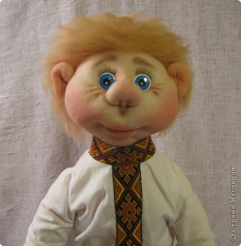 Доброго времени суток СТРАНА. Сегодня я хочу показать новую работу.  Попросили в детском саду сделать кукол в украинском стиле, для краеведческого уголочка. В  результате моих стараний, родилась вот такая парочка. Воспитатели остались довольны.  Всем приятного  просмотра. фото 6