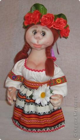 Доброго времени суток СТРАНА. Сегодня я хочу показать новую работу.  Попросили в детском саду сделать кукол в украинском стиле, для краеведческого уголочка. В  результате моих стараний, родилась вот такая парочка. Воспитатели остались довольны.  Всем приятного  просмотра. фото 8