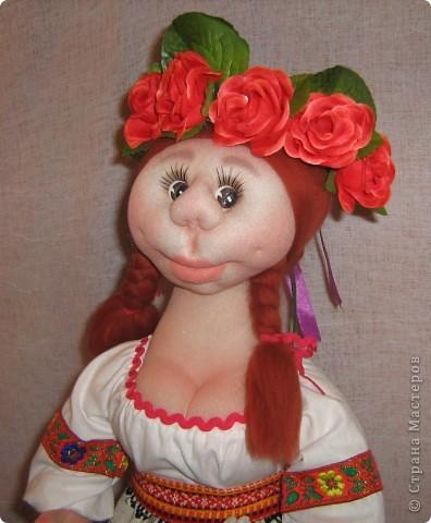 Доброго времени суток СТРАНА. Сегодня я хочу показать новую работу.  Попросили в детском саду сделать кукол в украинском стиле, для краеведческого уголочка. В  результате моих стараний, родилась вот такая парочка. Воспитатели остались довольны.  Всем приятного  просмотра. фото 9