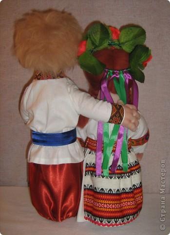 Доброго времени суток СТРАНА. Сегодня я хочу показать новую работу.  Попросили в детском саду сделать кукол в украинском стиле, для краеведческого уголочка. В  результате моих стараний, родилась вот такая парочка. Воспитатели остались довольны.  Всем приятного  просмотра. фото 4