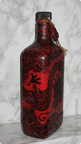 """Принесли мне большую бутыль ...хотелось сделать..что-то яркое.. ну и решила приступить к """"юзанью"""" присланных девочками салфеток... выбор пал..на роскошного дракона..  фото 3"""
