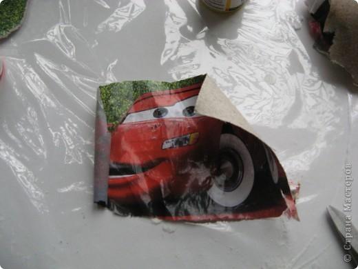 Берем большое ведерко из под майонеза и красим его белой интерьерной краской фото 4