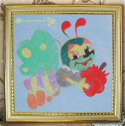 Сегодня Валерия (5 лет) сделала фреску из цветного песочка это собачки фото 2
