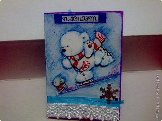 Насмотрелась на обложки на паспорт, и решила время не терять - делать обложки в подарок на Новый год (ближайший солидный праздник). Друзей и родственников много - значит пора! Первая обложка - зимняя! Медвежонок и мышонок объемные. фото 1