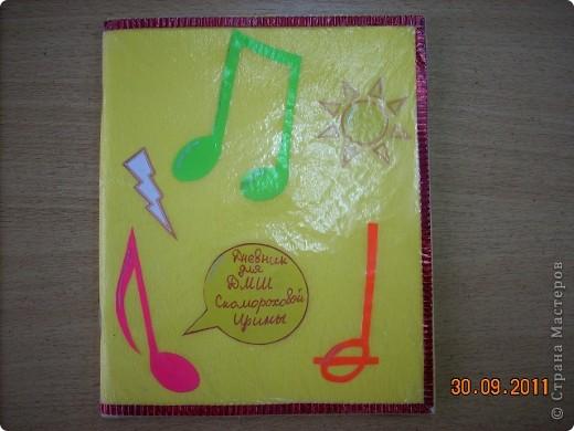 Обложка для тетради по истории Федотовой Анастасии. Сделана по мотивам голландского художника Пита Мондриана.  Буквы из фигурок, взятых с резинки для волос. фото 17