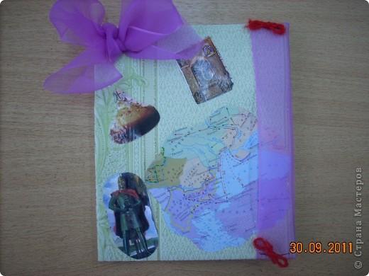 Обложка для тетради по истории Федотовой Анастасии. Сделана по мотивам голландского художника Пита Мондриана.  Буквы из фигурок, взятых с резинки для волос. фото 20