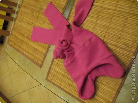 Добрый день,дорогие мастерицы! Сегодня я делаю шапочку для дочки да и вам предлагаю присоединиться...Все,что понадобится-флис,несколько бусинок,швейная машинка и хорошее настроение))) фото 8
