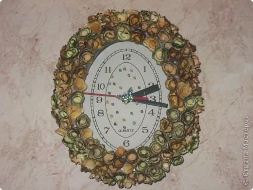 часы с деревянными розочками фото 1