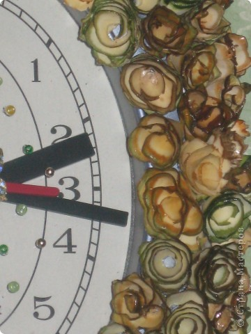 часы с деревянными розочками фото 2