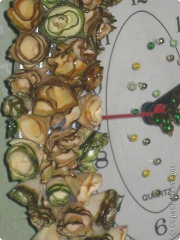 часы с деревянными розочками фото 3