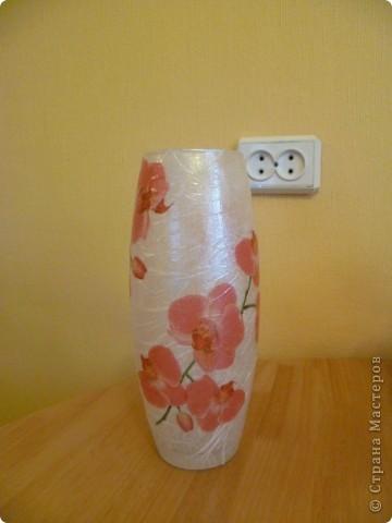 Подобную вазу видела на форуме Добрушка. Салфетку получила по обмену. Сверху покрывала интерферентным золотом и серебром. Получился такой перелив. фото 1