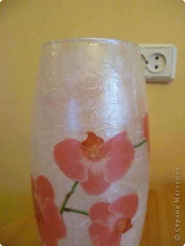 Подобную вазу видела на форуме Добрушка. Салфетку получила по обмену. Сверху покрывала интерферентным золотом и серебром. Получился такой перелив. фото 2