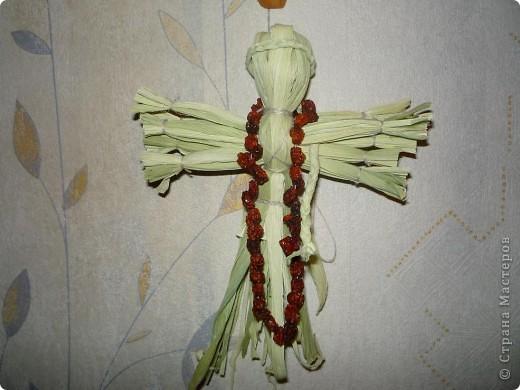 Увидела в Стране куколок из кукурузных листьев и вдохновилась. Материал очень понравился6 и свежая куколка была хороша, и выцветают листочки тоже красиво. Ура кукурузе!:)