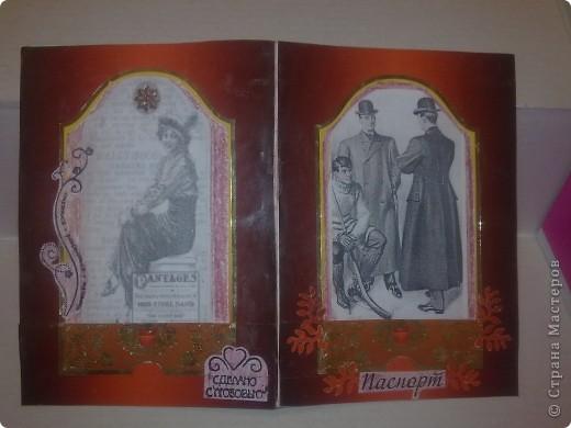 Продолжаю эпопею с обложками на паспорт. После подарка от Влады, поняла, что с декупажем пока не смогу, поэтому делаю дальше вставки в прозрачную обложку. Очень много знакомых мужчин, с подарками на Новый год всегда загвоздка. А обложечкой воспользуются!  Такая простенькая, с Мерседесом! фото 10