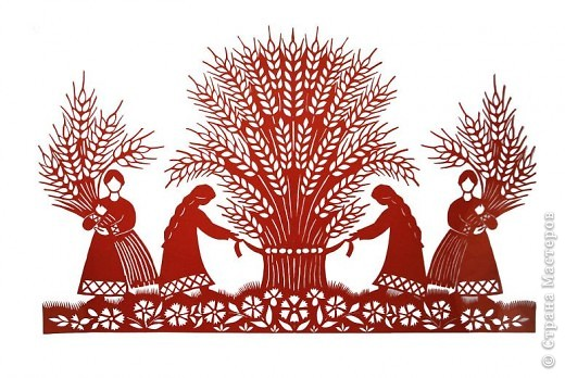Как и было обещано мной ранее, начинаю рассказ о мастерах вытынанки. Я хочу познакомить жителей СМ с теми из  них, кого лично знаю и чьим творчеством восхищаюсь.    Имя Ирины Зяткиной известно многим жителям украинского курортного города Бердянск, расположенного на берегу Азовского моря. Много лет она преподавала изобразительное искусство и историю искусств в одной из общеобразовательных школ. Мне кажется, нет такого вида рукоделия, которым бы она не владела: вышивка, вязание, квиллинг, роспись пасхальных яиц, шитье и многое другое. Но самую большую любовь Ирина отдала вытынанке. Не случайно в 2010 году ее приняли в национальный союз мастеров народного искусства Украины как мастера вытынанки.     Работы Ирины одновременно и изысканные, и сложные (филигранно вырезанные), наполненные украинской символикой.     Их можно, конечно, разделить на тематические группы и описать, но лучше просто внимательно рассматривать и наслаждаться таким доступным и одновременно таким непростым  искусством, каким является вытынанка. фото 5