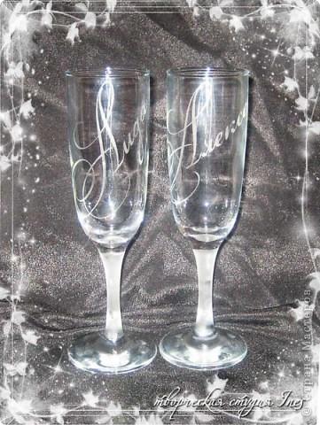 Надпись на бокалах сделана с помошью пасты для матирования стекла фото 1