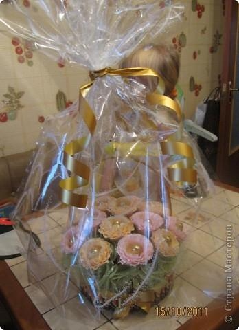Корзинка с печеньем, конфетами и шоколадками. фото 5