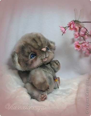Любят кошкии коты Нюхать летние цветы: Можно капелькой росы Освежить свои усы)) фото 5