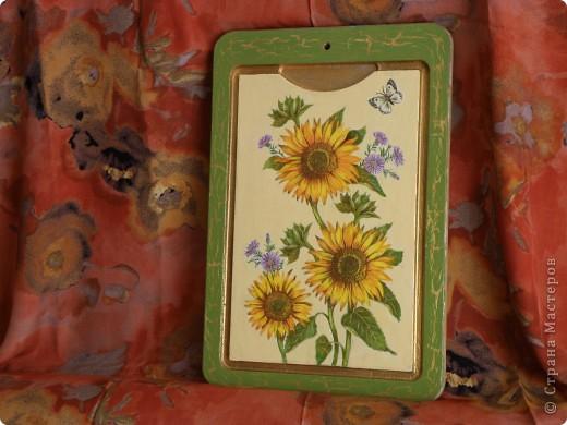 Доброго времени суток! Наконец то добралась до самой большой в моем хозяйстве  досточки, Италия уже была, решила что на этой  будут цветы, с одними подсолнухами было скучно, порылась в салфетках, нашла еще цветочков.....   фото 1