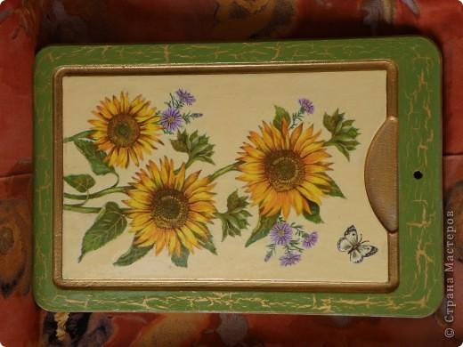 Доброго времени суток! Наконец то добралась до самой большой в моем хозяйстве  досточки, Италия уже была, решила что на этой  будут цветы, с одними подсолнухами было скучно, порылась в салфетках, нашла еще цветочков.....   фото 4