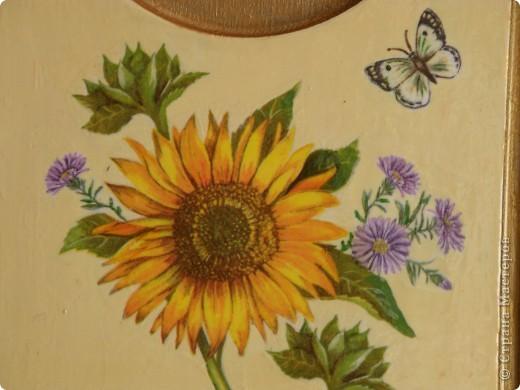 Доброго времени суток! Наконец то добралась до самой большой в моем хозяйстве  досточки, Италия уже была, решила что на этой  будут цветы, с одними подсолнухами было скучно, порылась в салфетках, нашла еще цветочков.....   фото 3