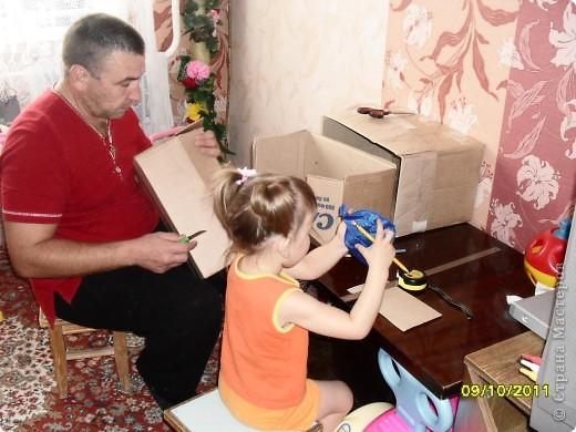 Вот такая кухня у нас получилась. Дочке как раз к 2,5 годам подарок сделали. Но все попорядку. фото 3