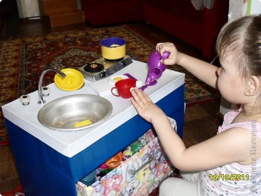 Вот такая кухня у нас получилась. Дочке как раз к 2,5 годам подарок сделали. Но все попорядку. фото 1