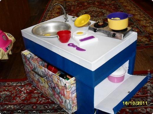 Вот такая кухня у нас получилась. Дочке как раз к 2,5 годам подарок сделали. Но все попорядку. фото 5