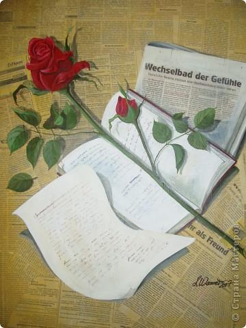 Картина-коллаж.   Сначала газета наклеивается на холст или картон, затем карандашом прорисовывается рисунок и наносится акрил как цветовое решение. По высыхании   детали ( в данном случае знамя и шлем канкистодора) рисуются обыкновенной шариковой ручкой. Ею же  оттеняются все детали на работе, в частности роза,  листья, надписи в книге, мелочи.  Самые темные места очертила углем.   фото 2