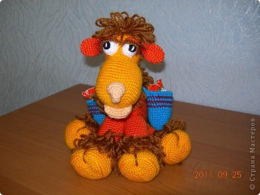 Верблюжонок связан по авторскому мастер-классу Елены Беловой. В подарок маме на день рождения. фото 2