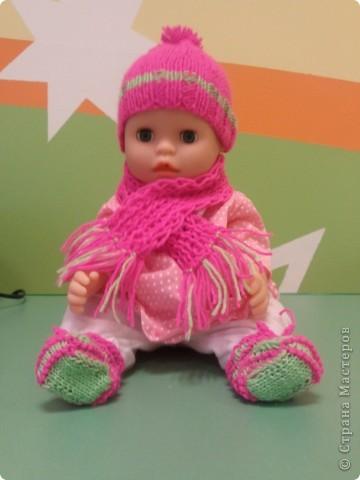 Комплект шапка-шарф-ботиночки Детишкам так нравиться это всё снимать и одевать) фото 1