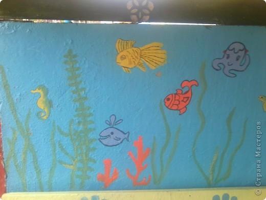 На веранде нашей группы решила изобразить морское царство.  Работа была выполнена ещё в середине августа - до начала учебного года. фото 1
