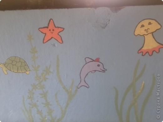 На веранде нашей группы решила изобразить морское царство.  Работа была выполнена ещё в середине августа - до начала учебного года. фото 2