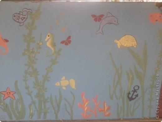 На веранде нашей группы решила изобразить морское царство.  Работа была выполнена ещё в середине августа - до начала учебного года. фото 4