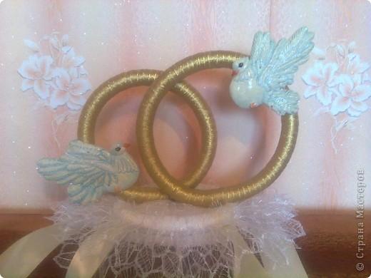 Снова у друзей свадьба и я сделала свои вторые кольца на свадебную машину. По желанию невесты украсила их голубями фото 5