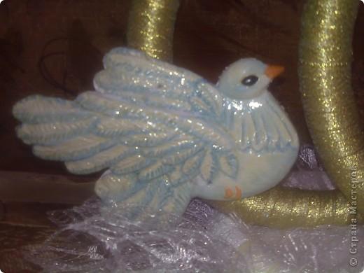 Снова у друзей свадьба и я сделала свои вторые кольца на свадебную машину. По желанию невесты украсила их голубями фото 4