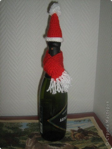Шапочка и шарфик - и вот Дед Мороз у вас на столе. фото 3