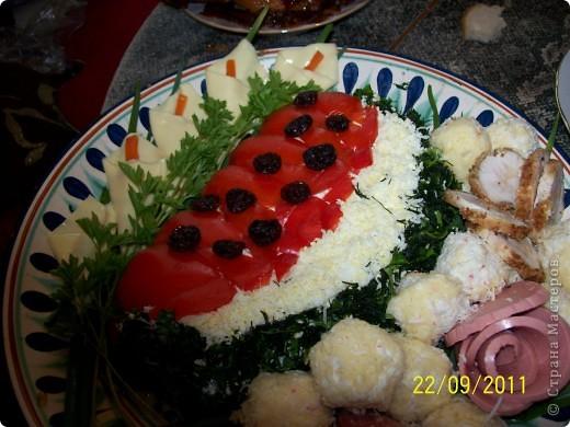 """Это салат """"Арбузная долька"""". Делала первый раз, жутко вкусный http://tokana.ru/ Это ссылка на сайт с рецептом. http://tokana.ru/?q=content/salat-arbuznaya-dolka а это на сам рецепт. фото 1"""