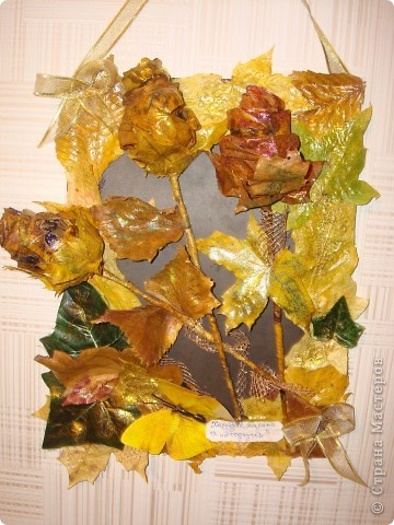 Композиция из листиков,веточек,ягодок и коры фото 2