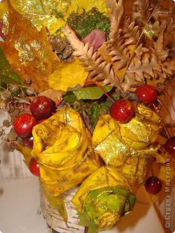 Композиция из листиков,веточек,ягодок и коры фото 7