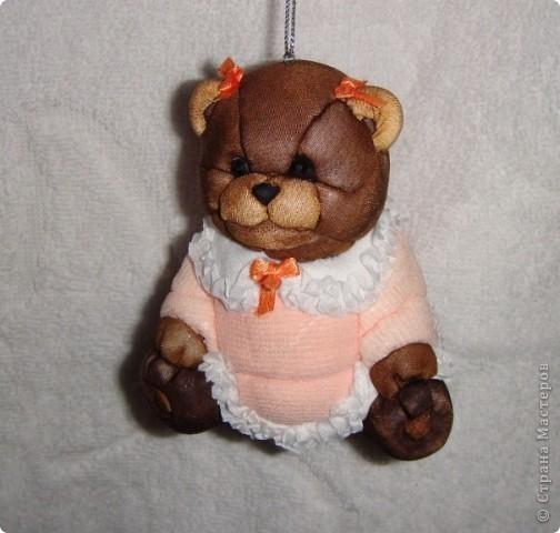 вот такая подружка появилась у моего медвежонка))) вот сам медвежонок http://stranamasterov.ru/node/250651