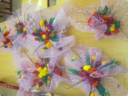Вот такие букетики сделали девчата 6 класса в подарок учителям. фото 1