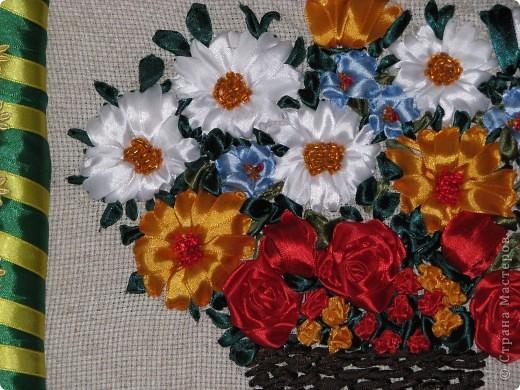 Цветы в корзине (вышивка лентами+ самодельная рамка) фото 3