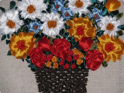 Цветы в корзине (вышивка лентами+ самодельная рамка) фото 6