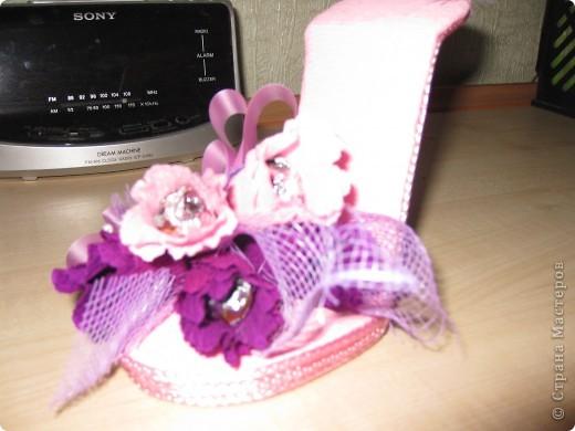 Здравствуйте, дорогие мастерицы! Вот, сделала знакомой пятнадцатилетней леди туфельку. Это первая туфелька в моем исполнении. МК взяла с Осинки. Делала два дня и получила огромное удовольствие. Принимайте! фото 2
