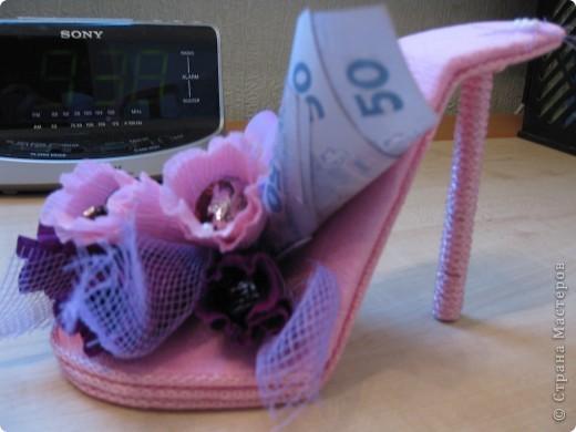Здравствуйте, дорогие мастерицы! Вот, сделала знакомой пятнадцатилетней леди туфельку. Это первая туфелька в моем исполнении. МК взяла с Осинки. Делала два дня и получила огромное удовольствие. Принимайте! фото 10